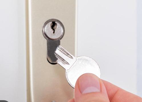 شکستن کلید در قفل