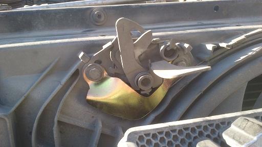قفل کاپوت خودرو
