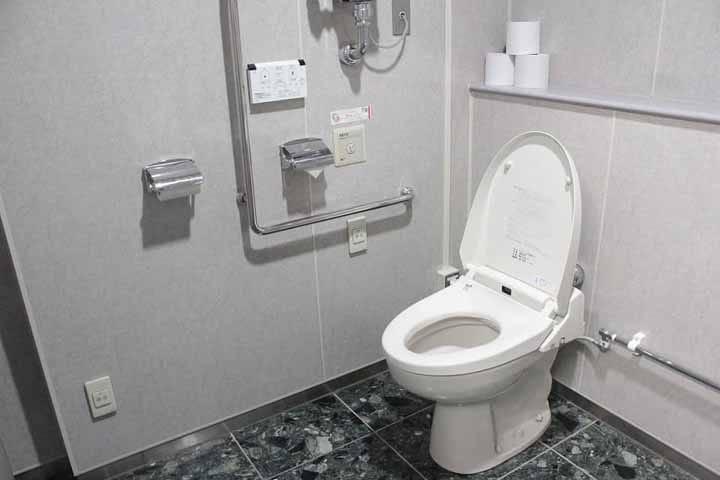 تعویض درب توالت فرنگی