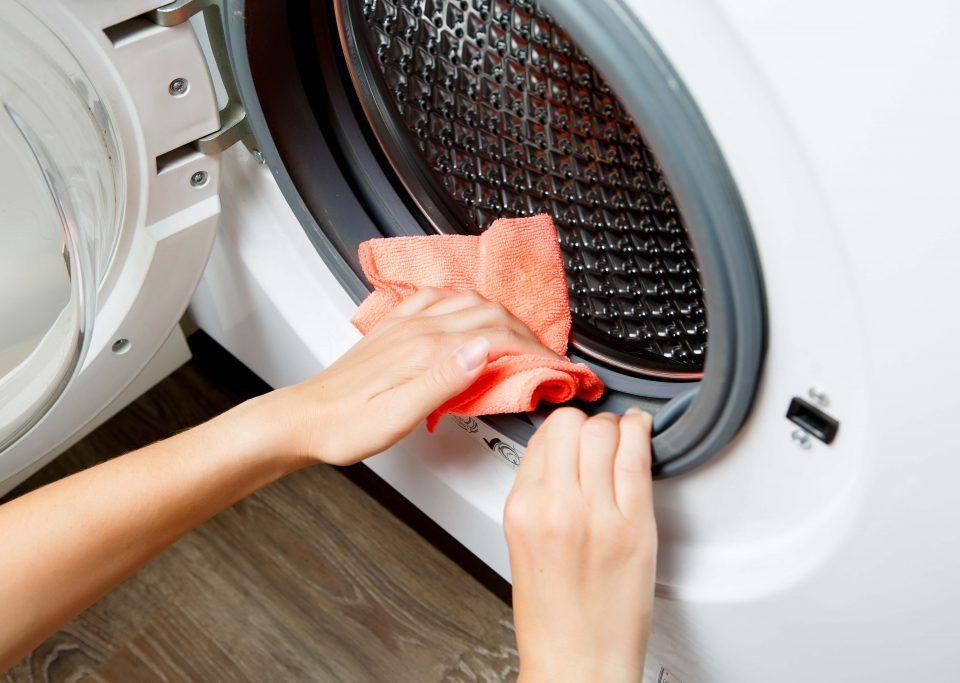 تمیز کردن واشر یا لاستیک دور درب لباسشویی